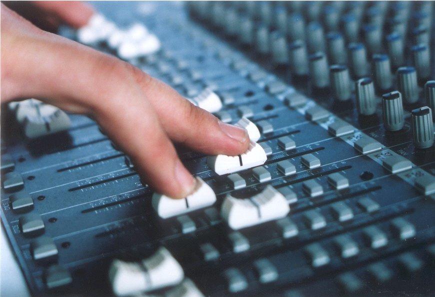 sound-desk-1507425